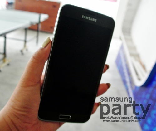 samsung-s5-on-hand-01