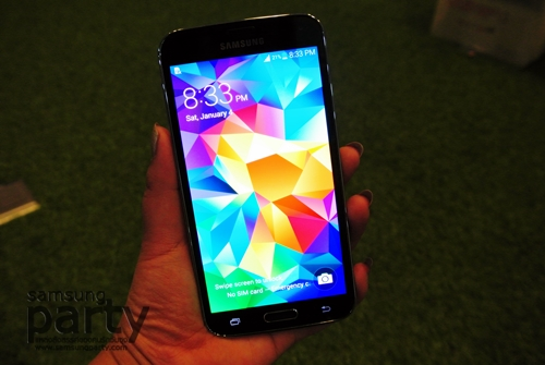 samsung-s5-on-hand