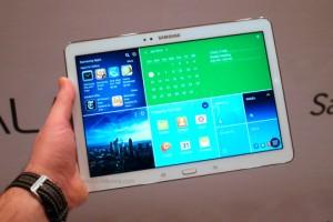 แท็บเล็ตจอ AMOLED แบบยุค Galaxy Tab 7.7 กำลังจะกลับมาอีกครั้งกับสเปคระดับ Flagship หนึ่งในนั้นก็คือ Samsung SM-T80x ซึ่งทาง Sammobile ได้เผยข้อมูลสเปคคร่าวๆ ของรุ่นดังกล่าว ภาพรวมเทียบเท่า Galaxy Tab Pro ครับ แค่คาดว่าบอดี้จะค่อนข้างบางเป็นพิเศษ และมีขอบหน้าจอ (Bezel) บางกว่าปกติด้วย - หน้าจอ Super AMOLED 10.5 นิ้ว...