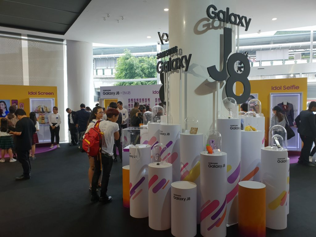 Samsung Galaxy J8 With BNK48 (1)